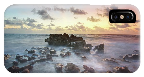 A Rocky Sunrise. IPhone Case