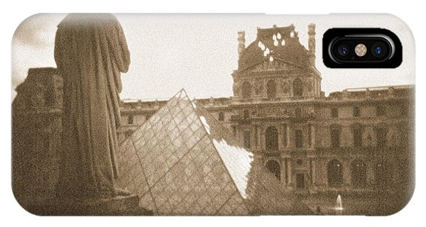 Louvre iPhone Case - A Walk Through Paris 16 by Mike McGlothlen