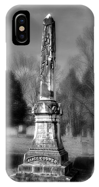 Alice Cooper iPhone Case - Alice Cooper Grave In Black And White by Greg and Chrystal Mimbs