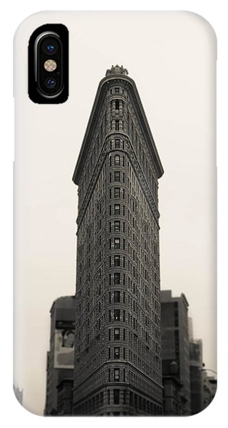 Building iPhone Case - Flatiron Building - Nyc by Nicklas Gustafsson
