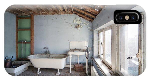 Attic Bathroom - Urban Exploration IPhone Case