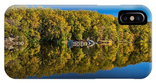 Autumn On The Potomac Phone Case by Robert Davis