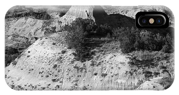 North Dakota Badlands iPhone Case - Badlands Bw by Frank Romeo