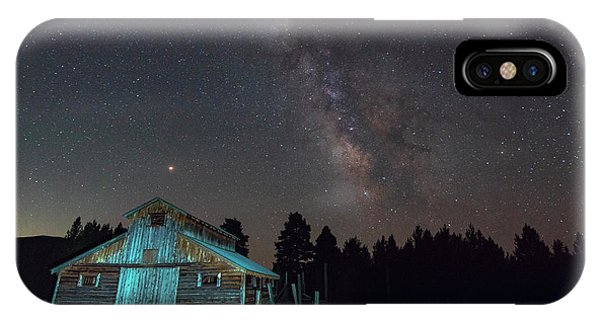 IPhone Case featuring the photograph Barn In Rocky by Gary Lengyel