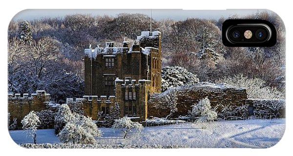 Bothal Castle In Winter Phone Case by Les Bell