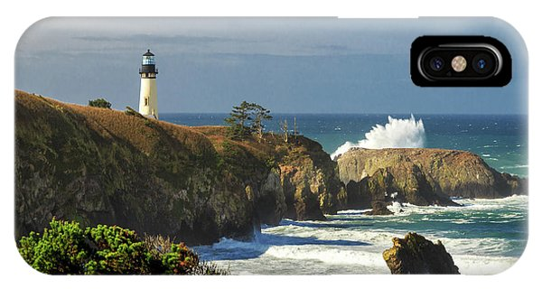 Breaking Waves At Yaquina Head Lighthouse IPhone Case