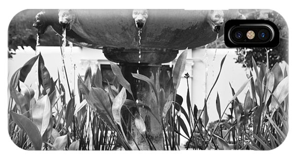 J Paul Getty iPhone Case - Bw Fountain At The Getty Villa by Teresa Mucha