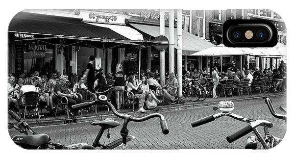 Cafe Crowds In Amsterdam Mono Phone Case by John Rizzuto