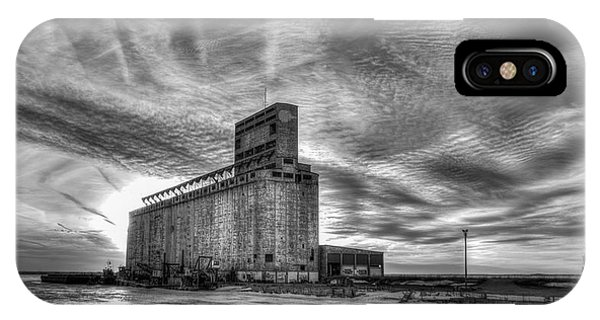Cargill Sunset In B/w IPhone Case