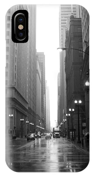 Chicago In The Rain 2 B-w IPhone Case