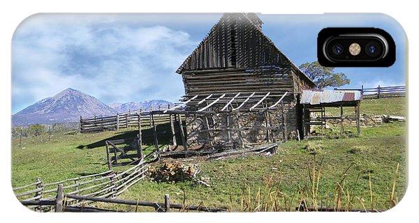 Colorado Rocky Mountain Vintage Barn   IPhone Case