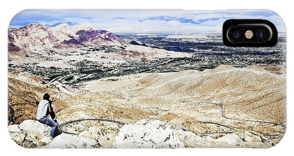 Desert Viewer  IPhone Case