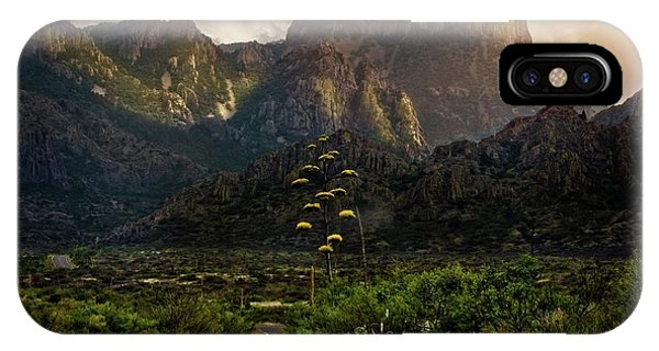 Middle Of Nowhere iPhone Case - Evening At The Chisos by Linda Unger