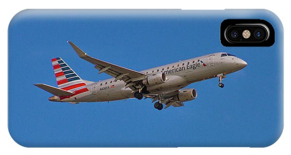 Flying In American Eagle Embraer 175 N426yx IPhone Case