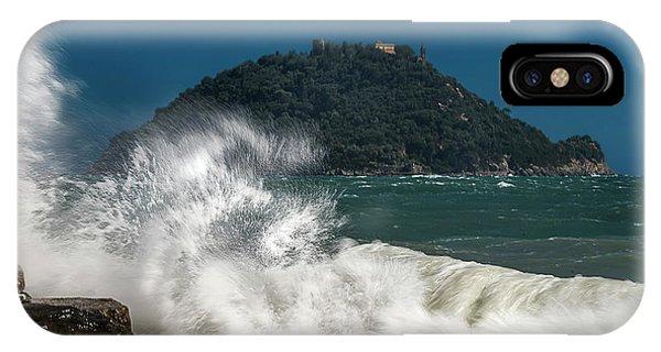 Gallinara Island Seastorm - Mareggiata All'isola Gallinara IPhone Case
