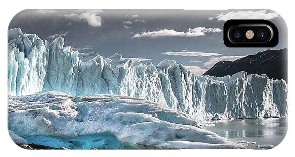 Glaciar 74 IPhone Case