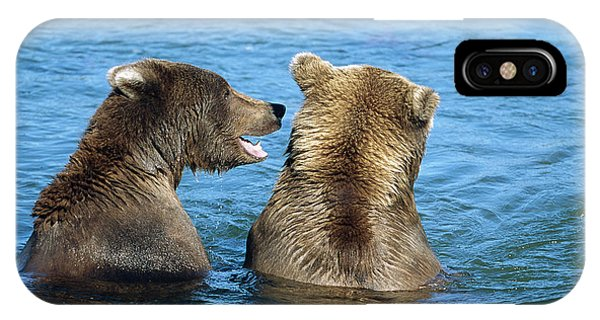Mp iPhone Case - Grizzly Bear Talk by Yva Momatiuk and John Eastcott