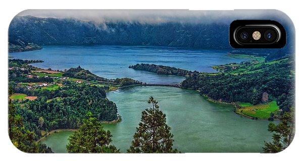 Lagoa Verde E Lagoa Azul IPhone Case