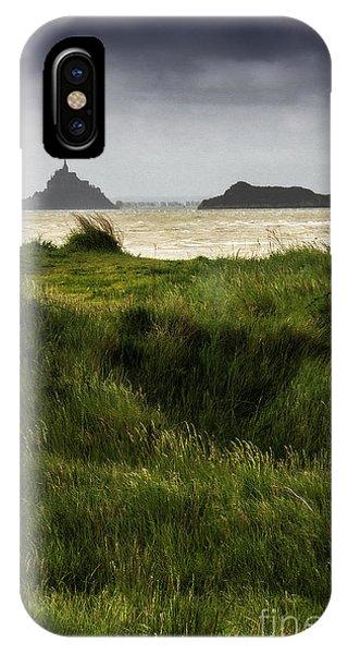 Le Mont Saint-michel Et Tombelaine IPhone Case
