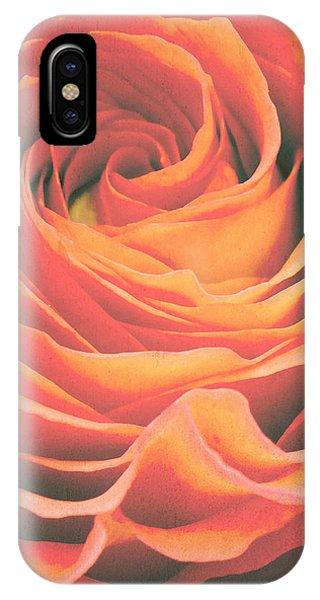 Le Petale De Rose IPhone Case