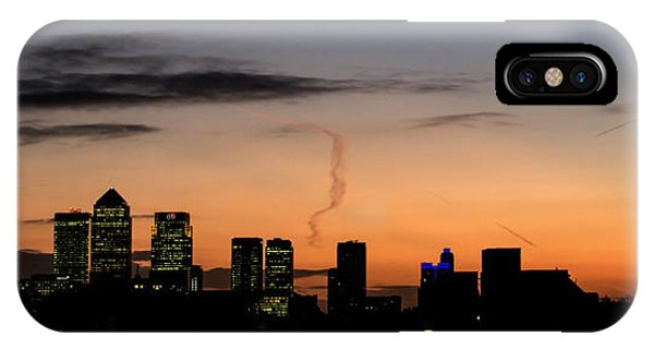 London Wakes 3 IPhone Case