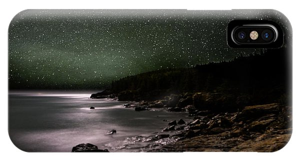 Lunar Eclipse Over Great Head IPhone Case