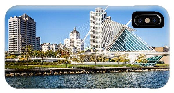 Milwaukee Skyline Photo With Milwaukee Art Museum IPhone Case