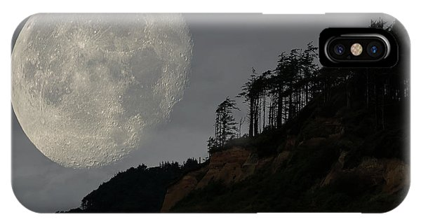 Moon At Roosevelt Beach Wa IPhone Case