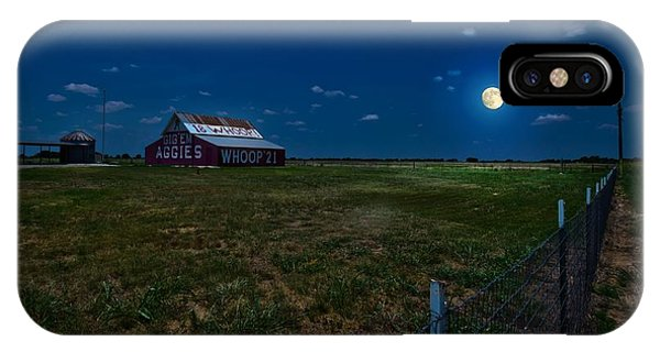Aggie iPhone Case - Moonlight Over Aggie Barn by Linda Unger