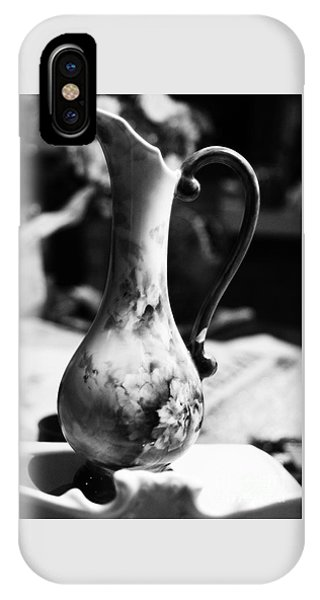 Nana's Vase IPhone Case