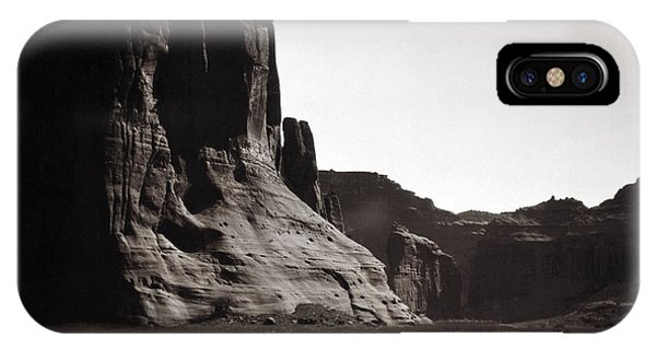 Navajos Canyon De Chelly, 1904 - To License For Professional Use Visit Granger.com IPhone Case
