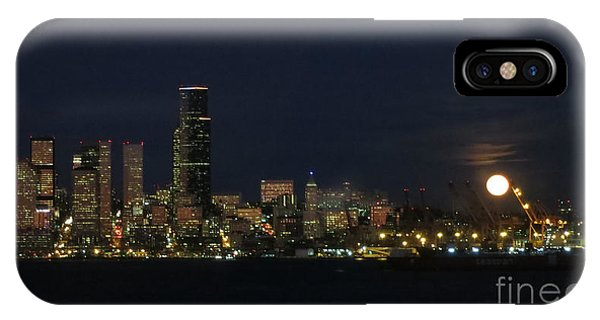 November Beaver Moon Rises Over Seattle IPhone Case