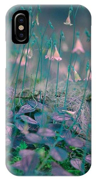Petites Fleurs IPhone Case