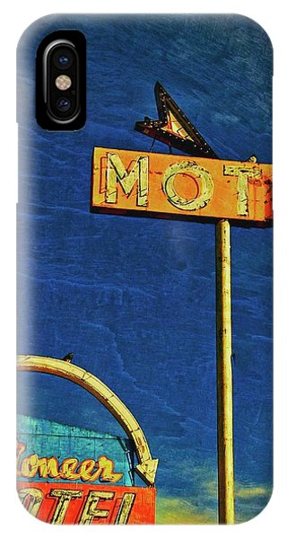 Pioneer Motel, Albuquerque, New Mexico Phone Case by Flying Z Photography by Zayne Diamond