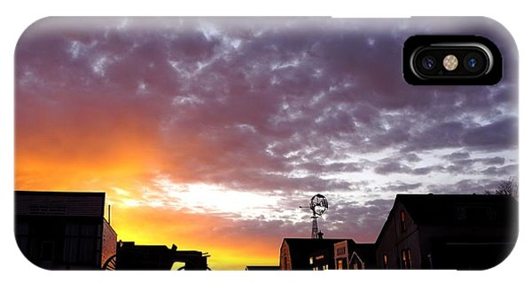Pioneer Town Sunset IPhone Case