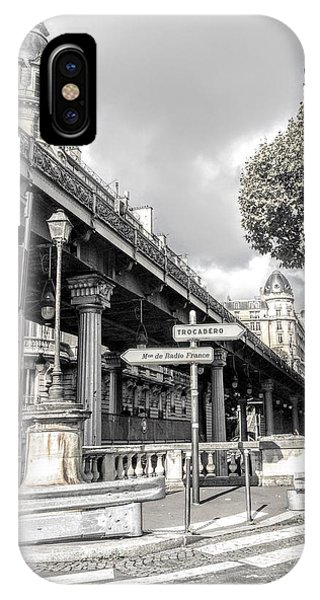 Pont De Bir-hakeim, Paris, France IPhone Case