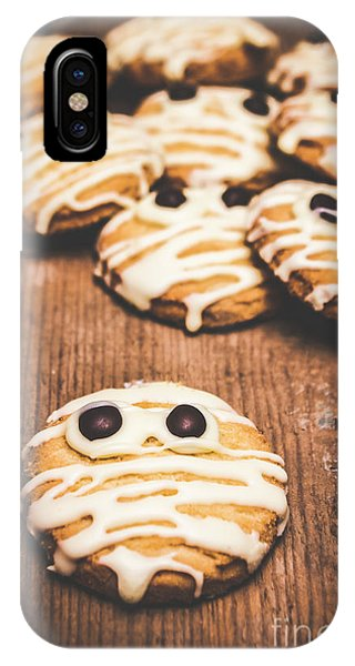 Scared Baking Mummy Biscuit IPhone Case