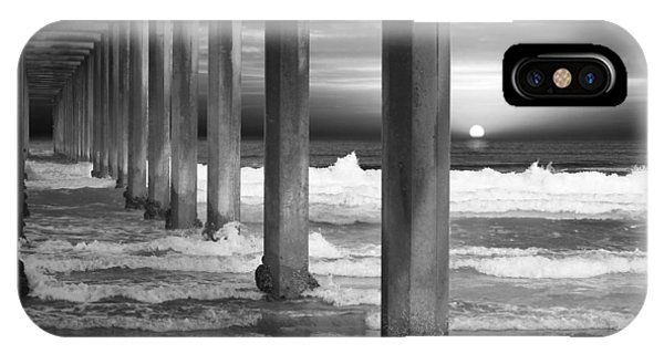 Scripps Pier At Sunset - Black And White IPhone Case