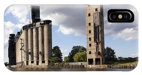 Silo iPhone Case - Silo City 9 by Peter Chilelli