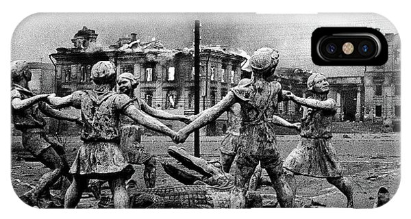 Statue Of Children After Nazi Airstrikes Center Of Stalingrad 1942 IPhone Case