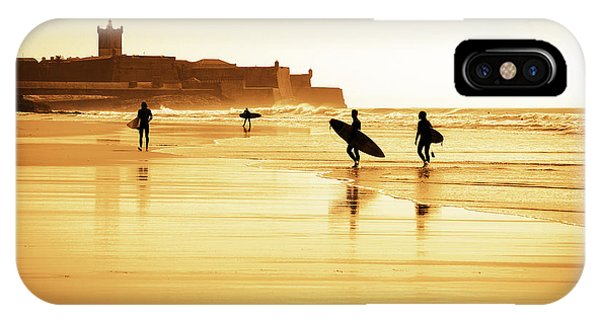 Sun Set iPhone Case - Surfers Silhouettes by Carlos Caetano