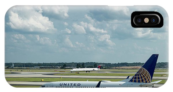 The Taxiway United Airlines Airplane N27733 Boeing 737-724 Art IPhone Case