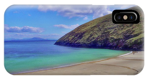 Walkers On Keem Beach, Achill Island Feted By The Green Atlantic Ocean. Phone Case by Paul Mc Namara
