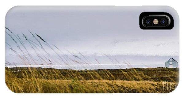 Beautiful Panoramic Photos Of Icelandic Landscapes That Transmit Beauty And Tranquility. IPhone Case