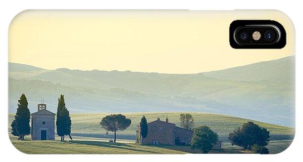Farmland iPhone Case - Cappella Di Vitaleta, Val Dorcia by Frank Fischbach
