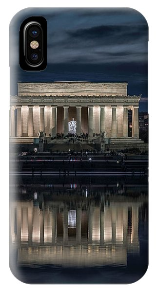 Lincoln Memorial iPhone Case - Looking At Abe by Robert Fawcett