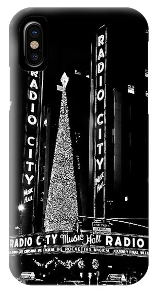 Rockettes iPhone Case - Radio City Music Hall - B/w by NAJE Foto - Nelly Rodriguez