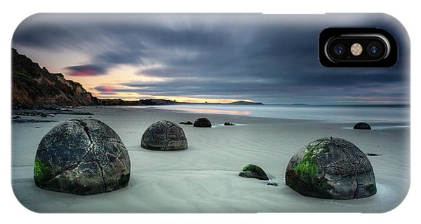 South Pacific Ocean iPhone Case - Rise Of The Giants by Evelina Kremsdorf