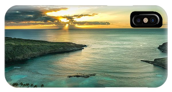 Oahu iPhone Case - Sunrise Over Hanauma Bay On Oahu, Hawaii by Leigh Anne Meeks