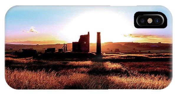 Sunset. Magpie Mine. IPhone Case